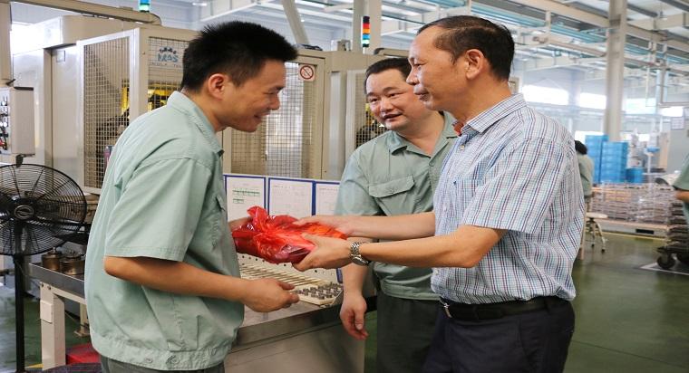 图2:7月26日嘉兴市总工会党组成员、副调研员张建新1.jpg